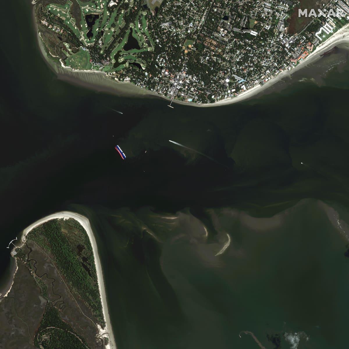 Satelliittikuva, jossa kaatunut laiva.