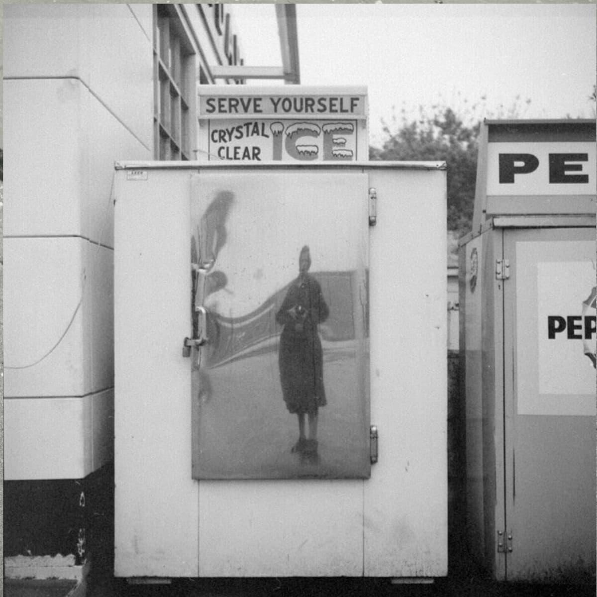 Vivian Maierin omakuvakuva
