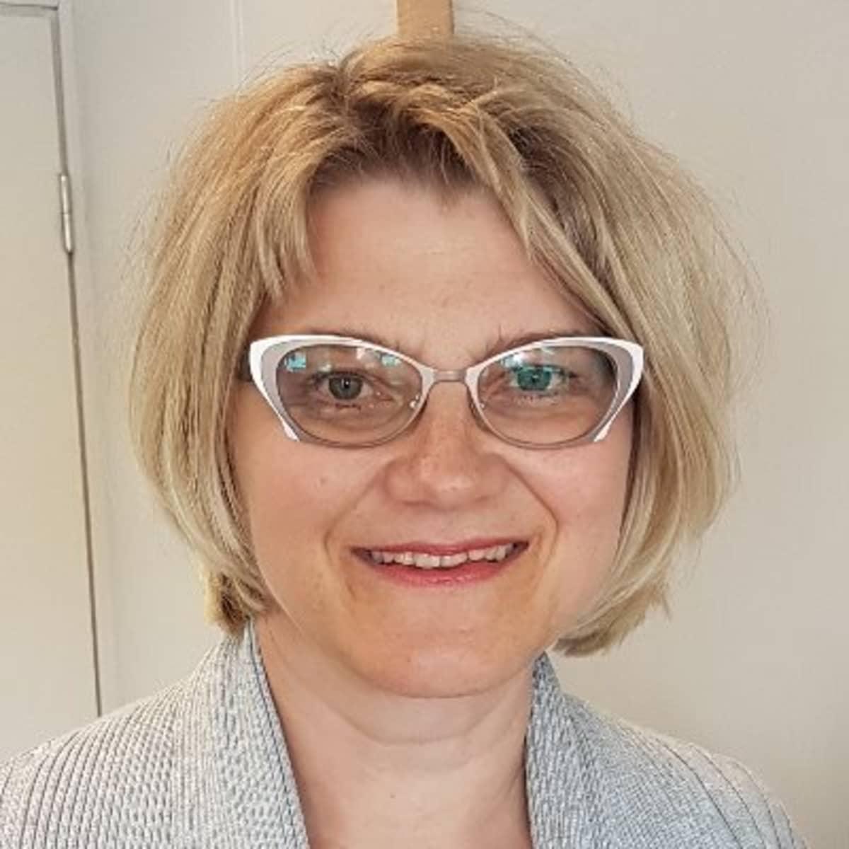 Kehittämispäällikkö Maria Kuukkanen Perhehoitoliitosta.