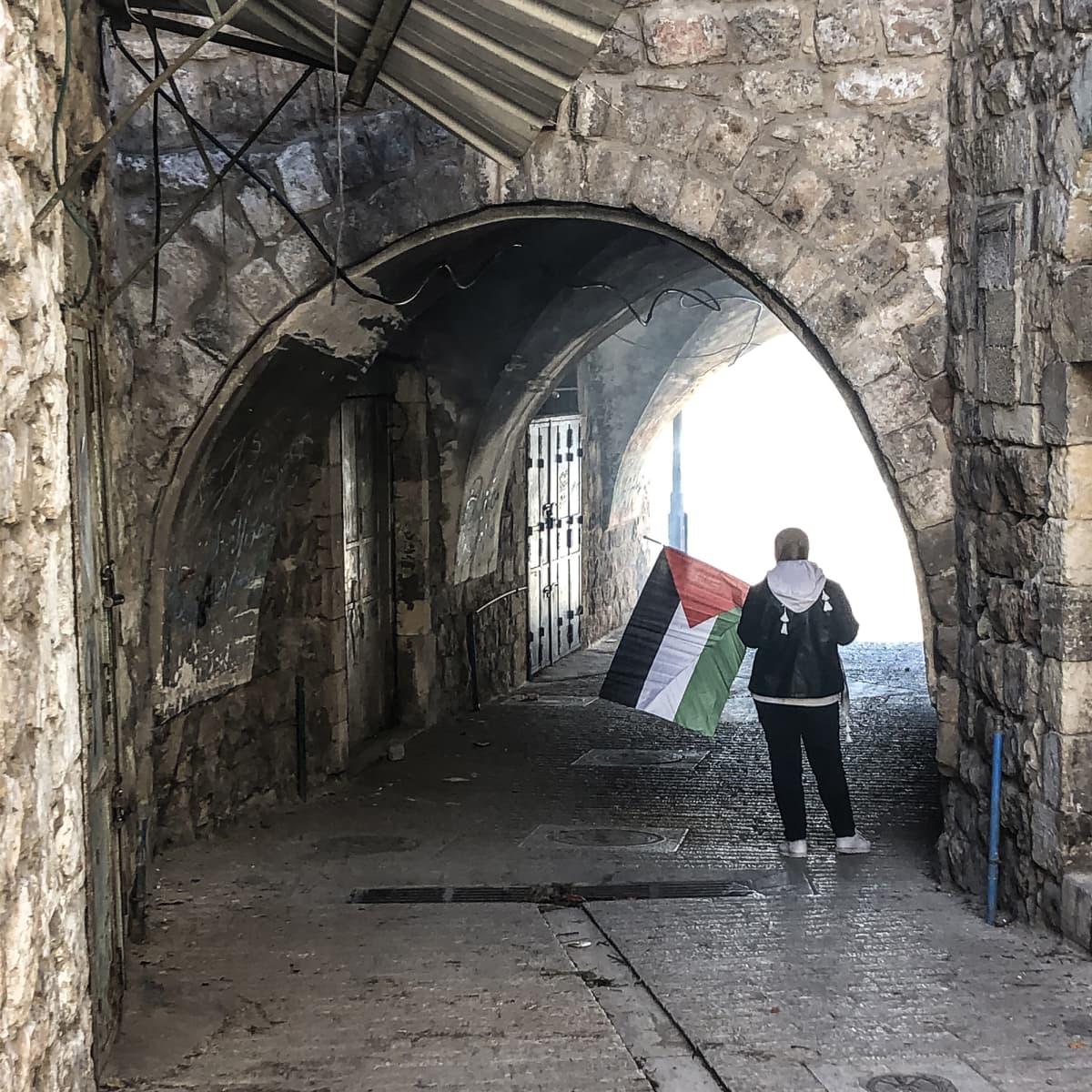 Hebron tunnelin päässä kyynelkaasua