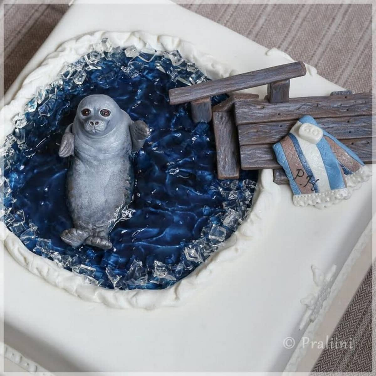 Saija Turusen Praliinin koristelema kakku.