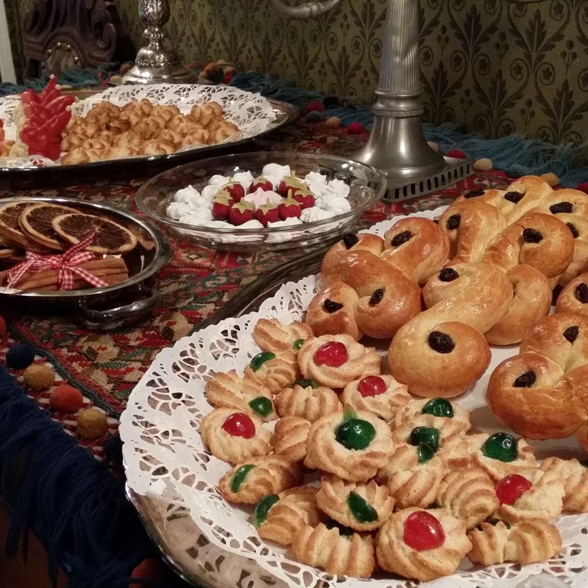 Joulupöydän leivonnaisia