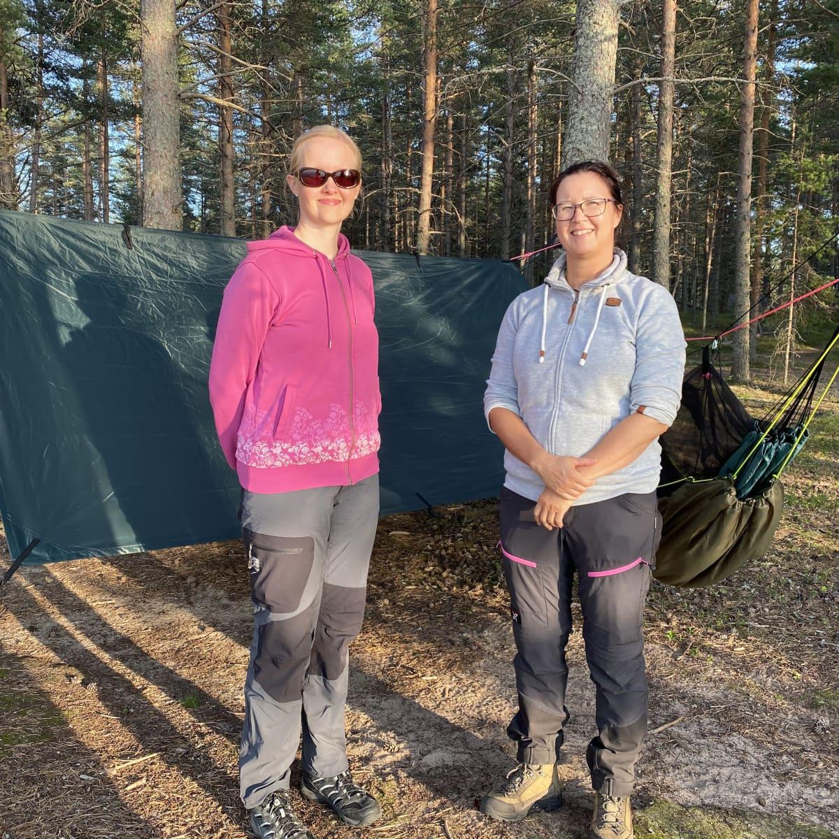 Kuvassa Harriet Tuurinmaa ja Annika Kauppinen