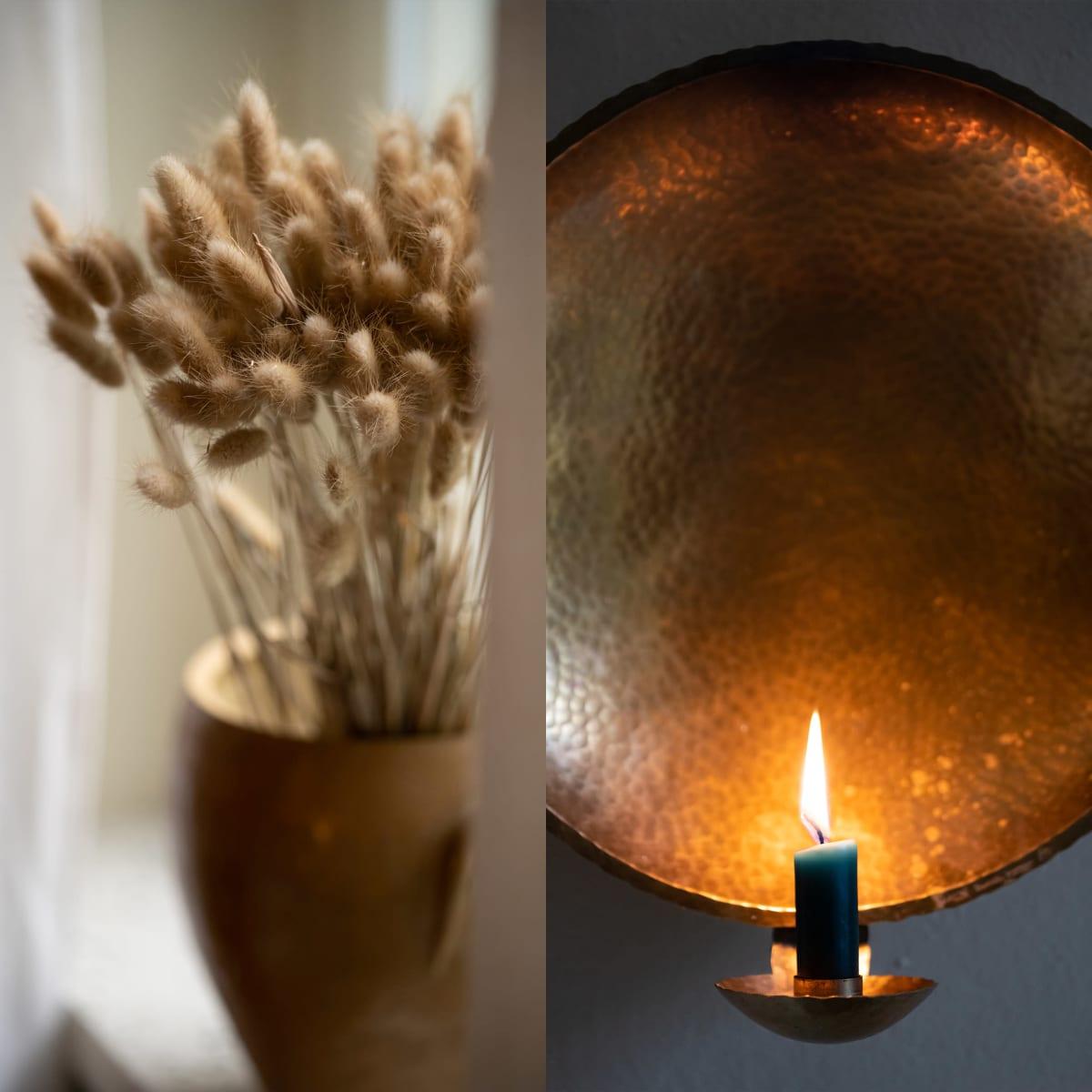 Kahden kuvan kollaasi, jossa toisessa heiniä maljakossa ja toisessa kynttilä lampetissa.