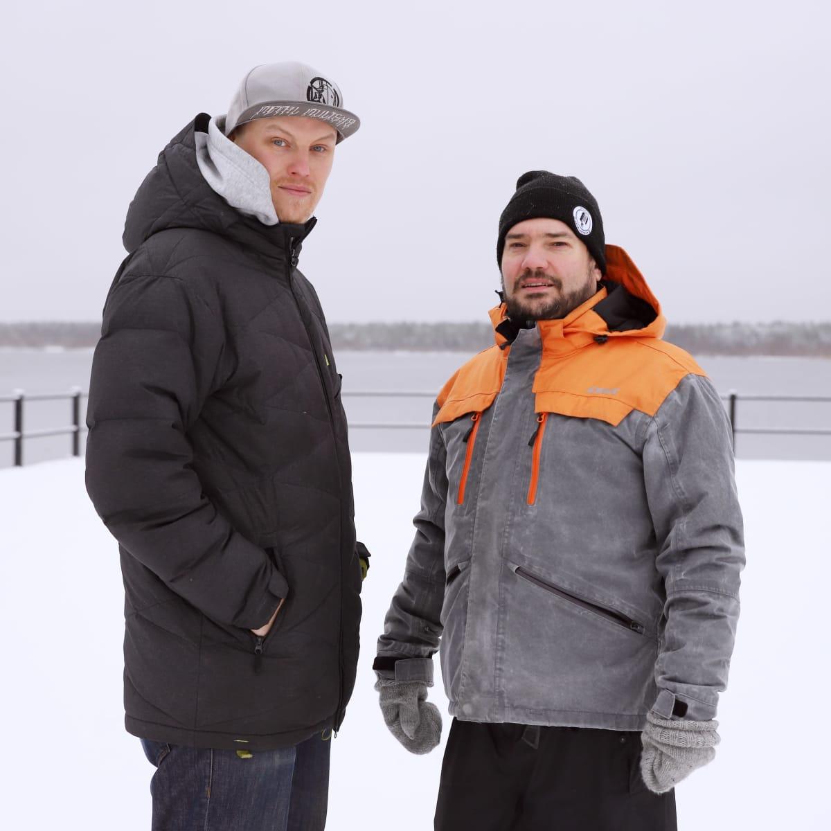 Koomikko Jean-Eric 'Zaani' Chaumentin (oik.) ja Ville Wallenius.