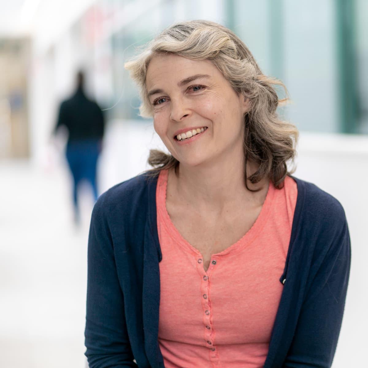 Näyttelijä, muusikko Irina Björklund.