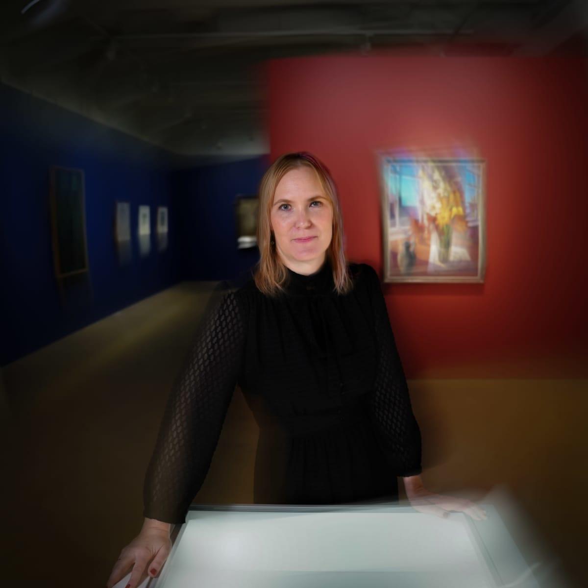 """Marja Lahelma HAM:n näyttelyssä """"Lallukka - elämää taiteilijakodissa""""."""