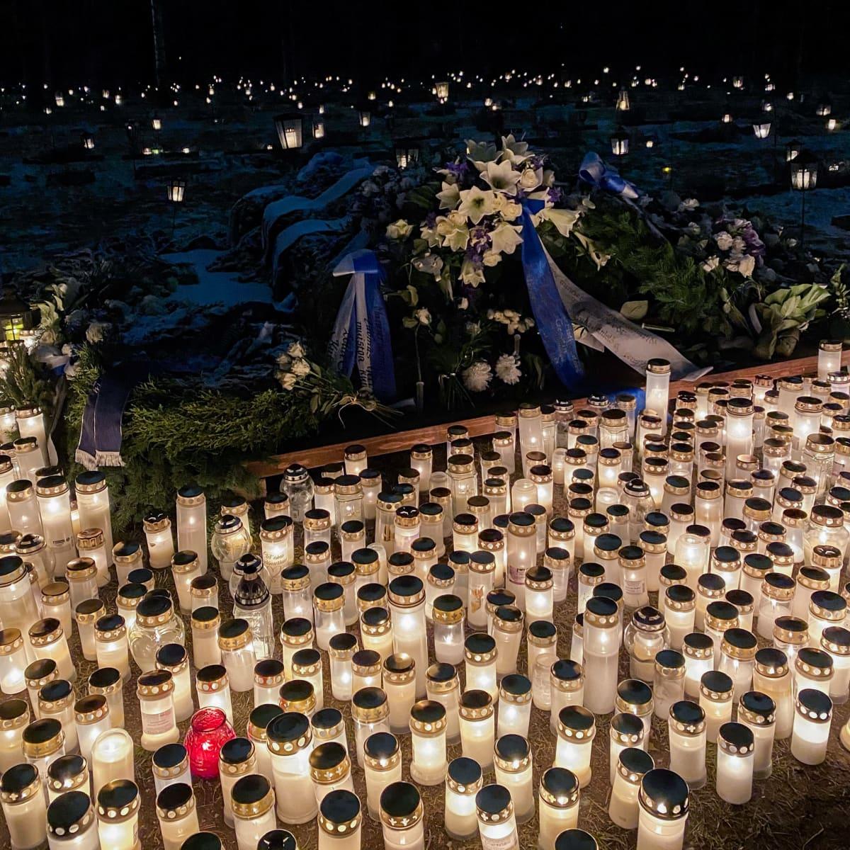 Tuomas Gerdtin haudalla satoja kynttilöitä, jotka loistavat piemällä hautausmaalla.
