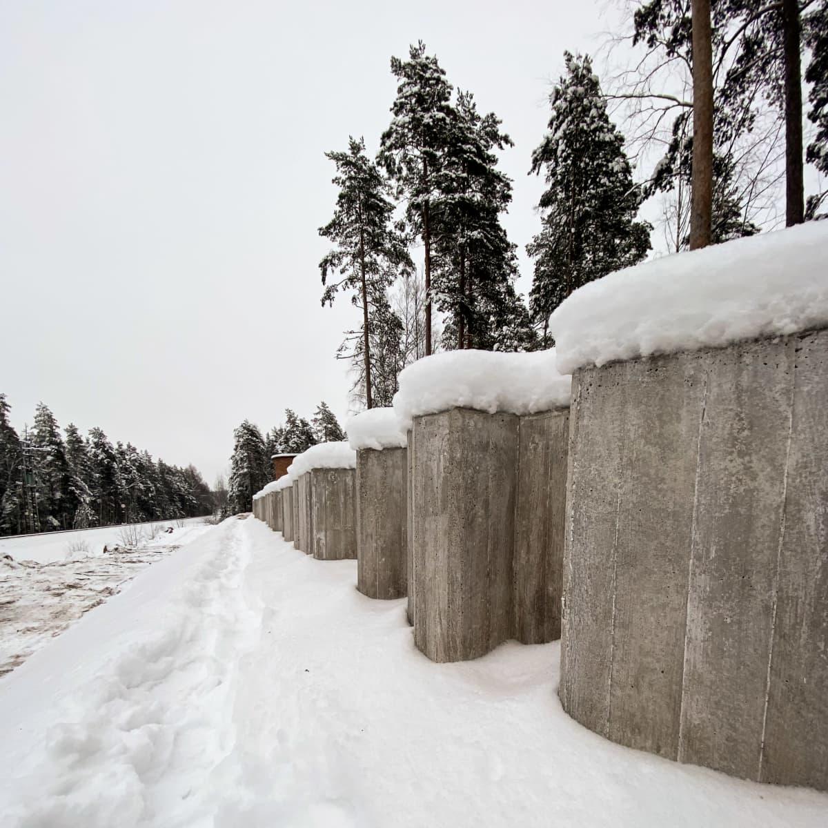 Lappeenrantaan rakennetaan meluvallia koulun taakse.