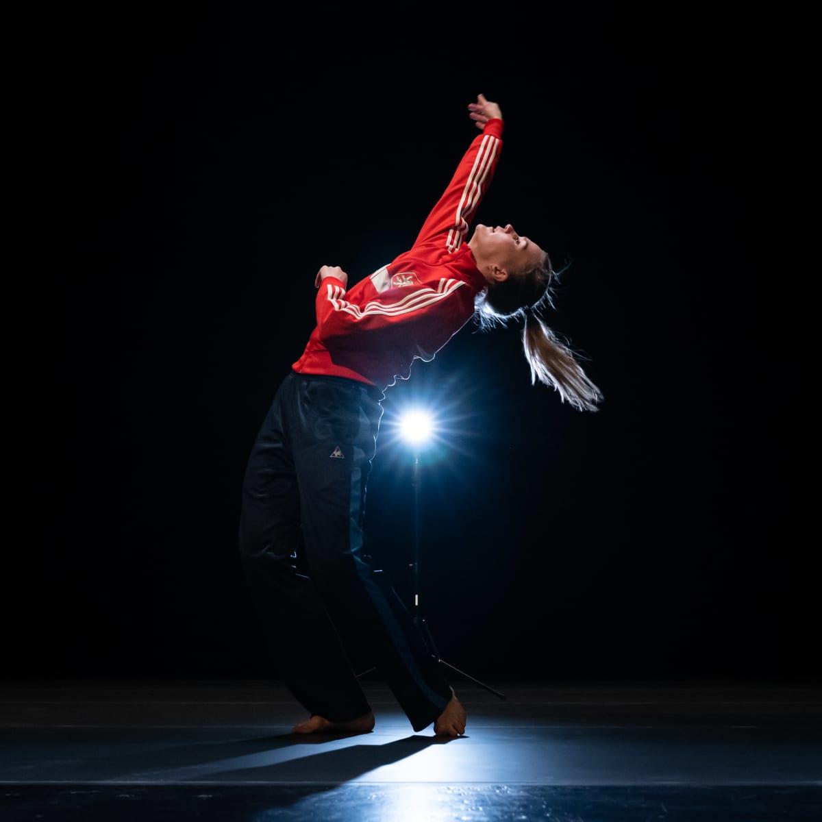 Auri Ahola tanssitreeneissä.