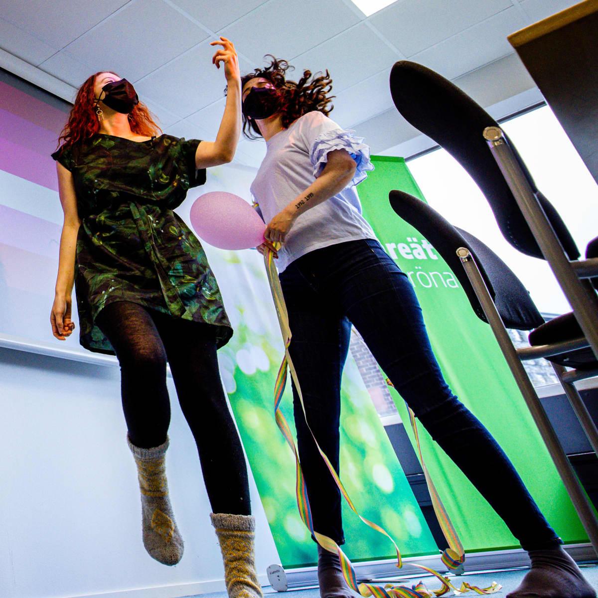 Vihreiden nuorten puheenjohtajat Peppi Seppälä ja Brigita Krasniqi ovat ensimmäistä kertaa ehdolla vaaleissa.  Vihreät panostavat kesäkuun kuntavaaleissa sekä perinteiseen että some-mainontaan enemmän kuin koskaan.
