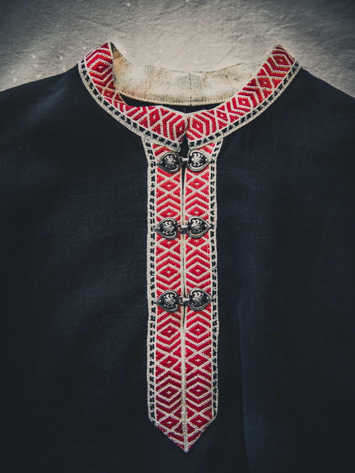 Karjalainen miehen paita.