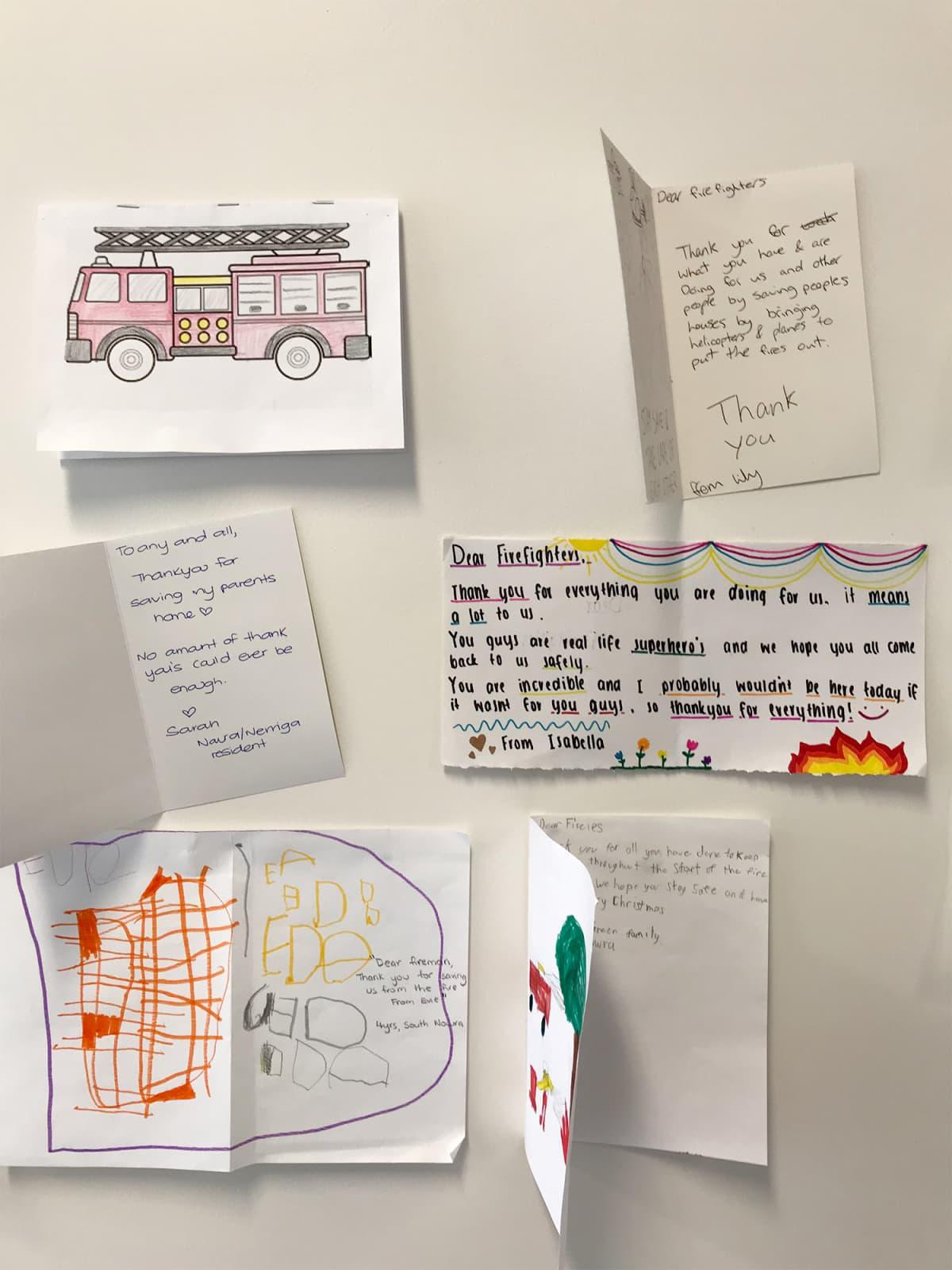Postikortteja ja kirjeitä.