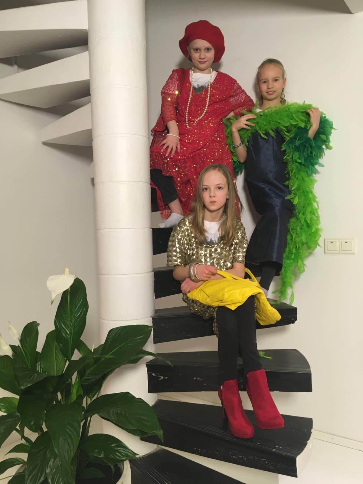 Roolileikeissä lapset saavat harjoitella, miten eri ihmiset voivat pukeutua, toimia ja puhua.