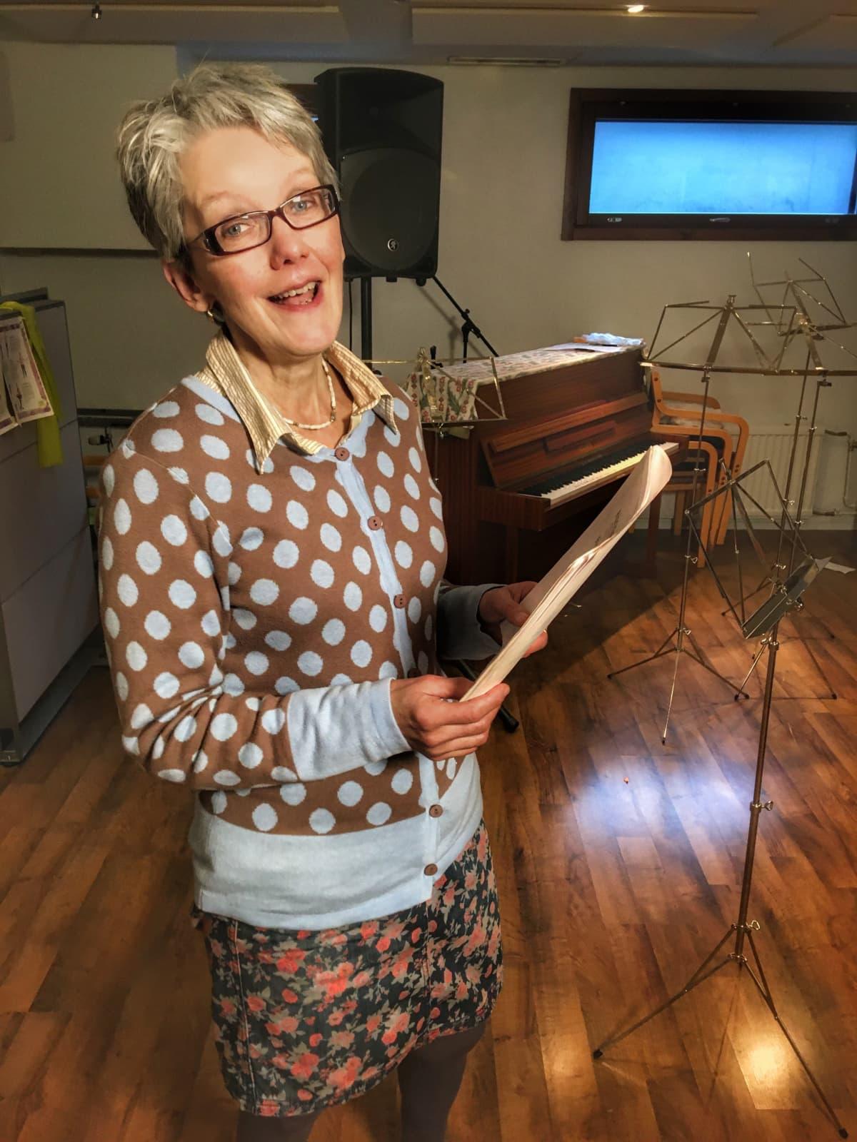 Ava Numminen muistuttaa, että laulutaitoa voi kehittää läpi elämän.
