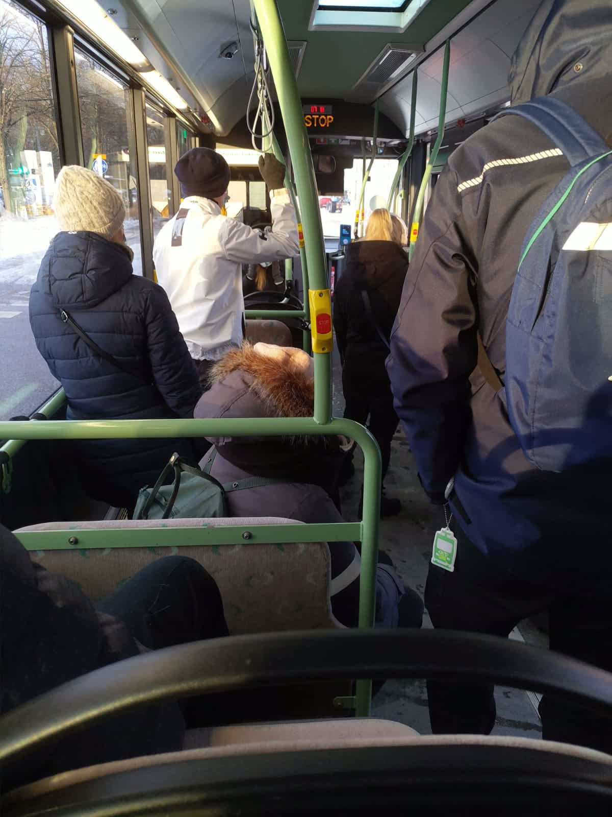 Bussissa 57 seisottiin tänä aamuna käytävällä.