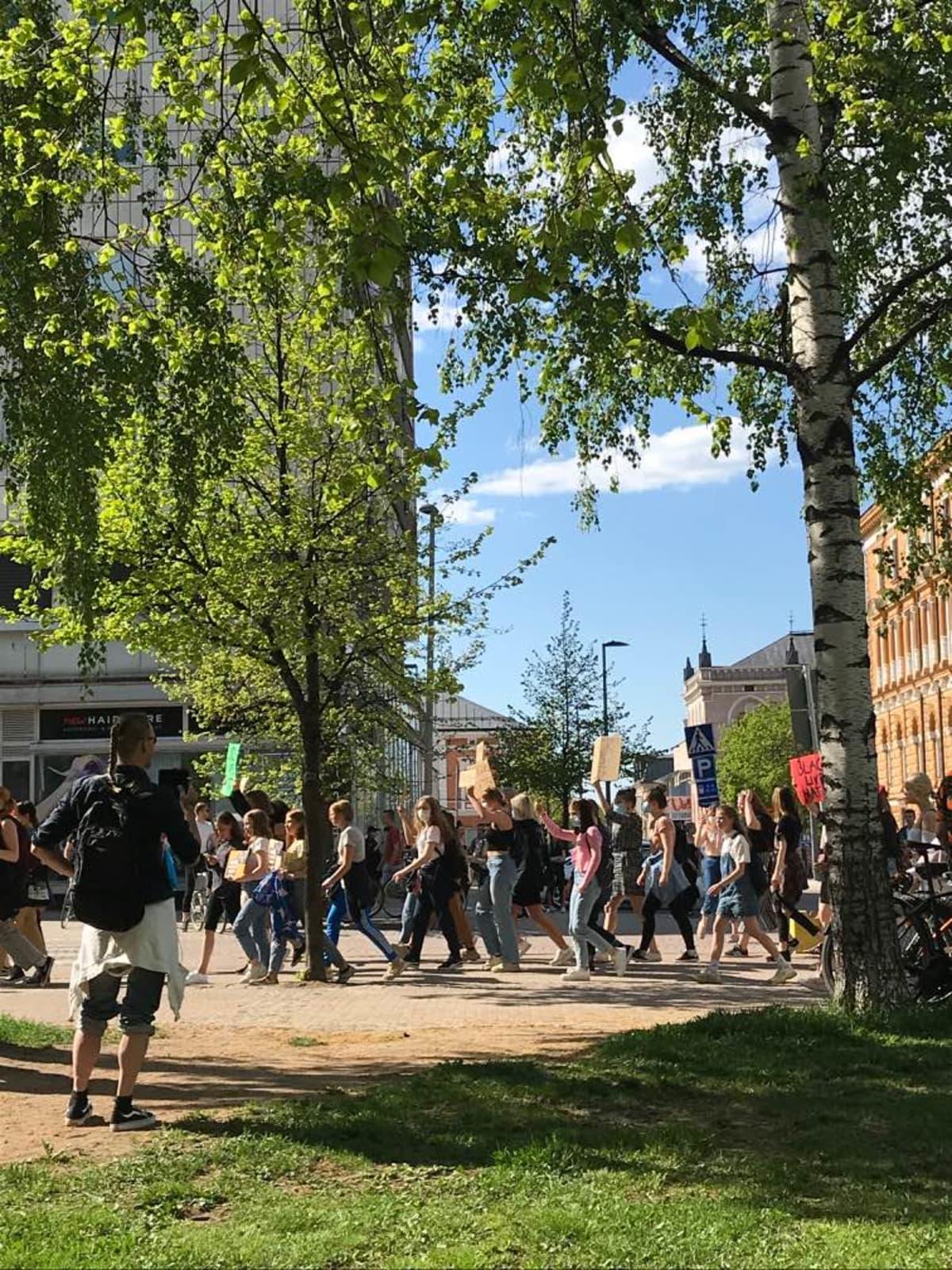 rasismin vastainen mielenosoitus Oulussa 4.6.2020