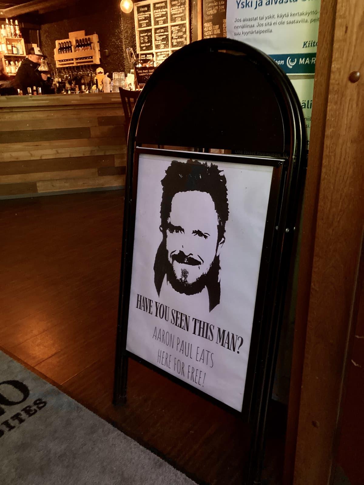 ravintolan juliste, jossa luvataan ruoka aaron paulille ilmaiseksi