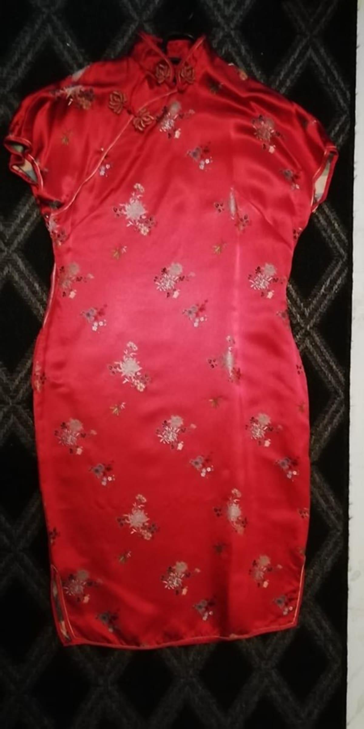 Vaateaarre kiinalainen qipao mekko.