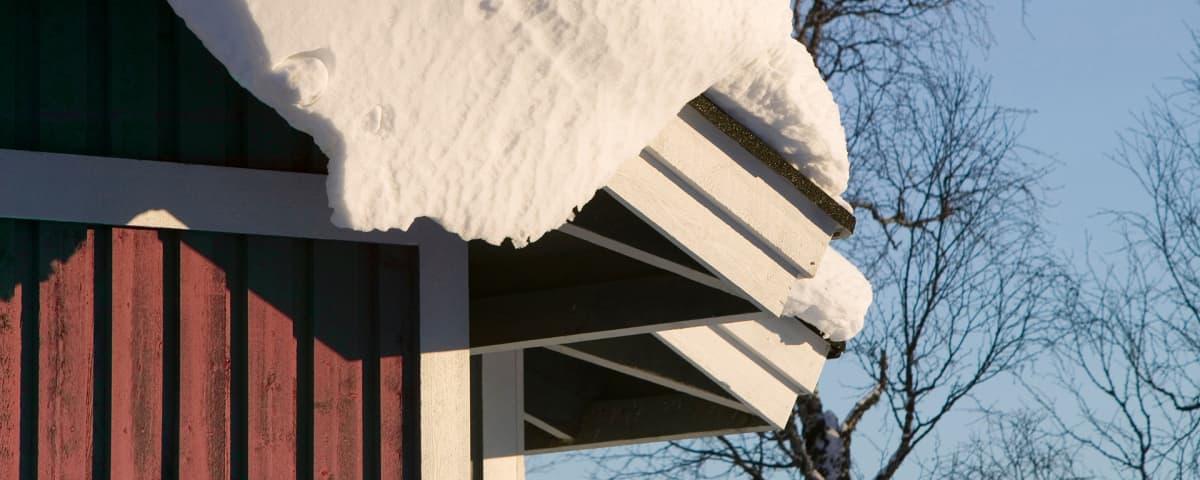 talon katolla paljon lunta