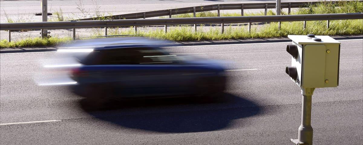 Liikennekamerat valvovat nopeuksia.