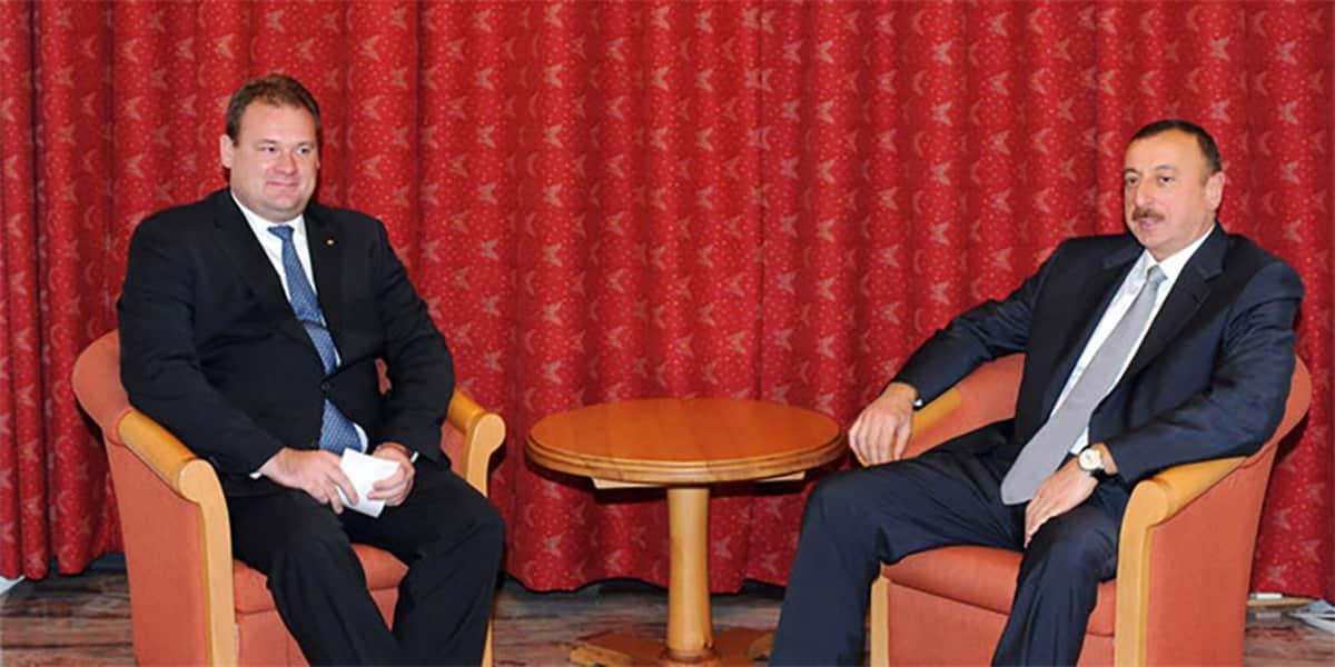 Tero Kivisaari ja Azerbaidzanin presidentti Ilham Alijev.