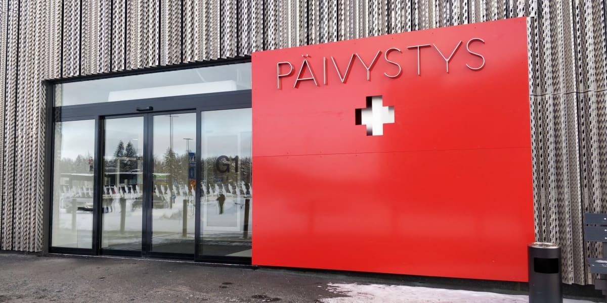 Sairaala Novan päivystyksen sisäänkäynti ja näkymä sisätiloihin.