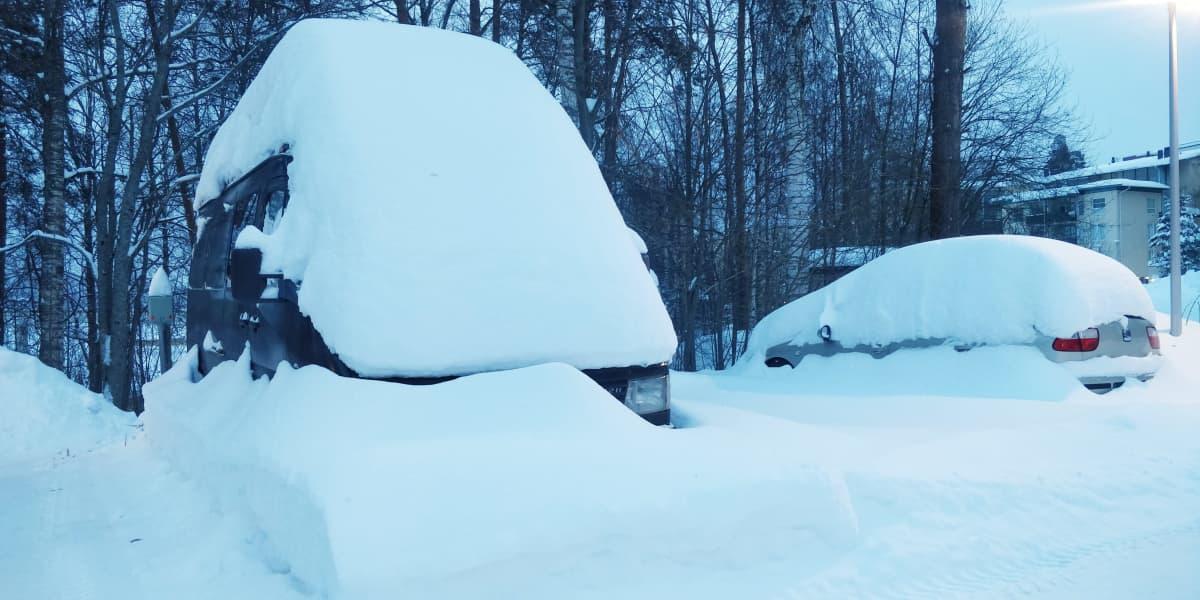 autoja lumen alla