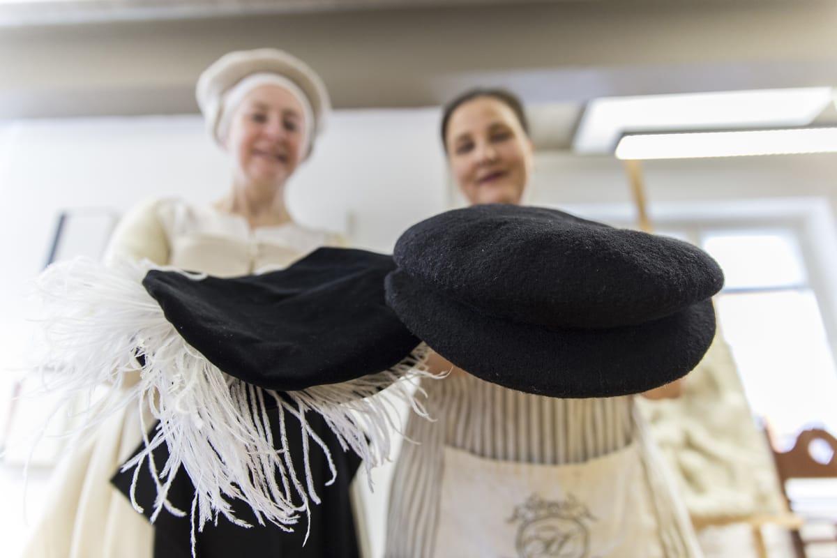 Tämä hattu mullisti renessanssiajan miestenmuotia – se on halpakopio ... 1bfb4b87f2