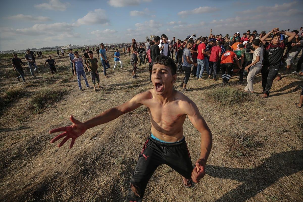 Mielenosoittaja Gazan puolella.