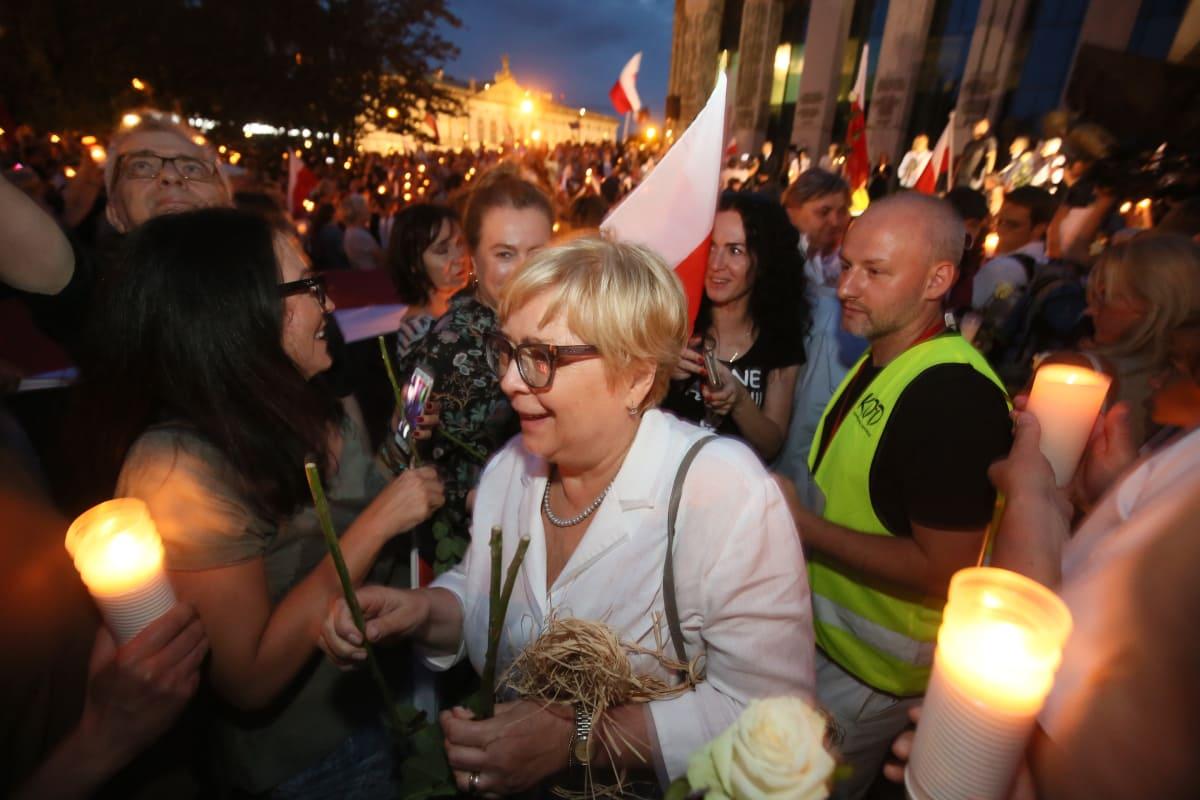 Puolan korkeimman oikeuden tuomari mielenosoituksessa