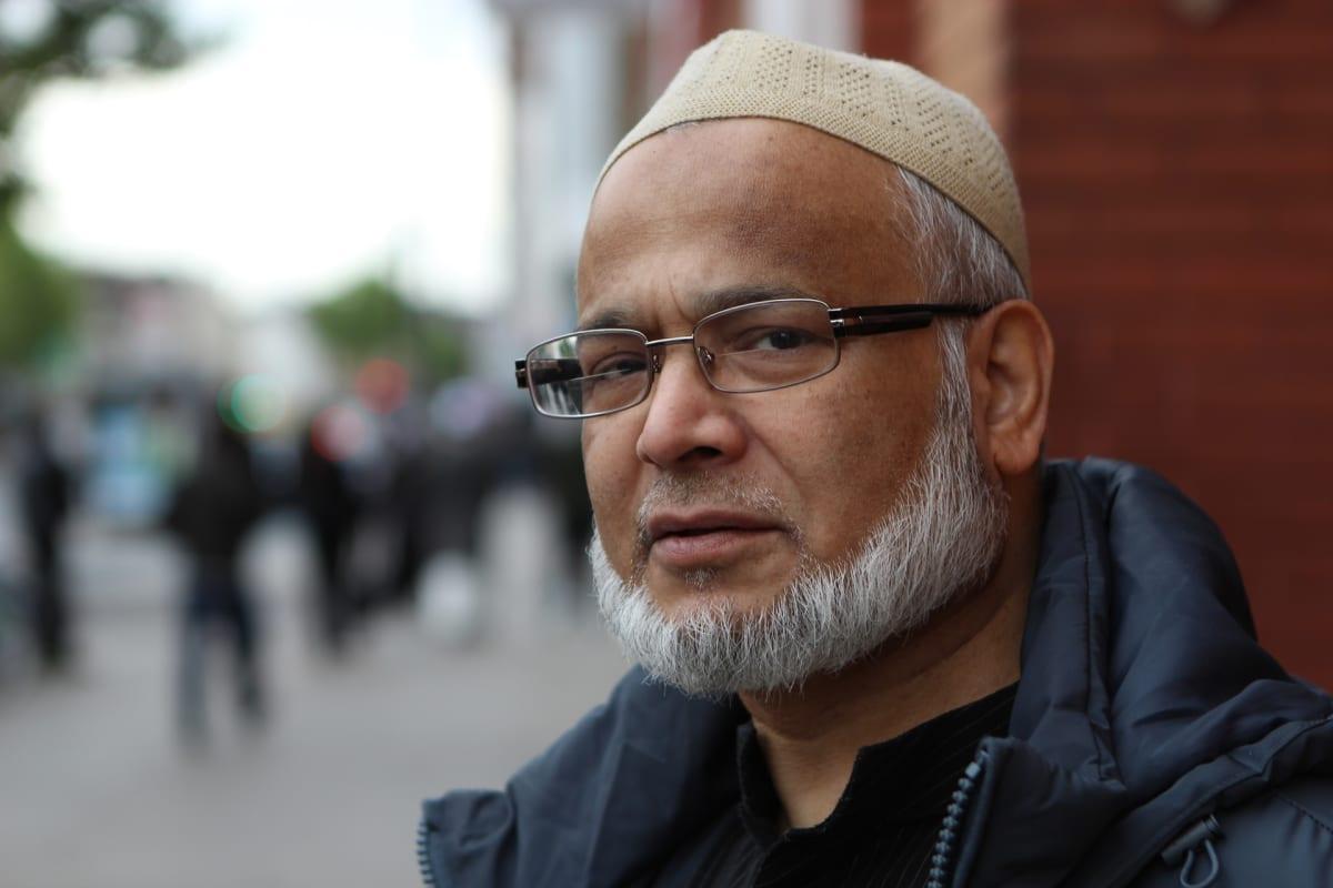 Mohammad Bari harmaine partoineen ja lakkeineen.