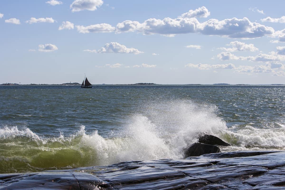 Helsingin periaatteena on ollut säilyttää ranta-alueet julkisessa virkistyskäytössä.