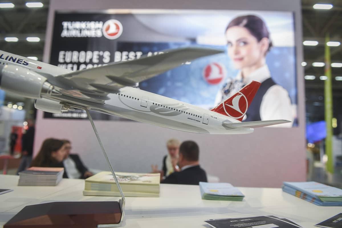 Turkin lentoyhtiön messuständi matkamessuilla.
