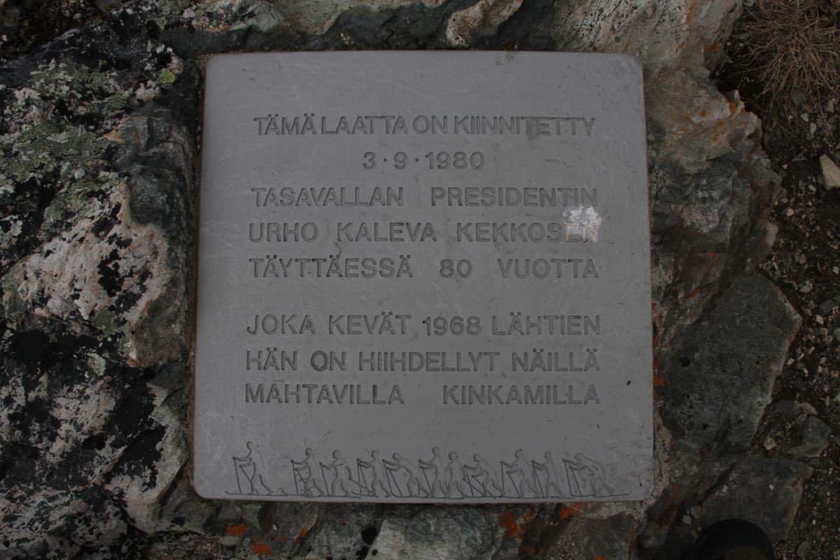 Urho Kekkosen muistolaatta Saivaaralla