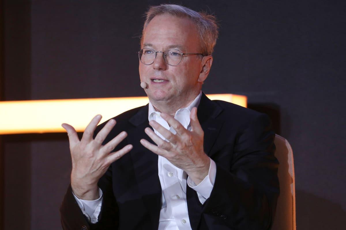 Eric Schmidt on toiminut aiemmin Googlen toimitusjohtajana ja hallituksen puheenjohtajana.