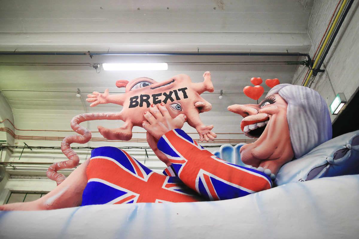 Theresa Mayta esittävä karnevaalinukke Saksan Düsseldorfissa.
