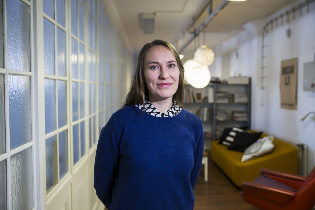 Aalto-yliopiston muotoilun laitoksen väitöskirjatutkija, yrittäjä Hella Hernberg, Jätkäsaaren makasiini