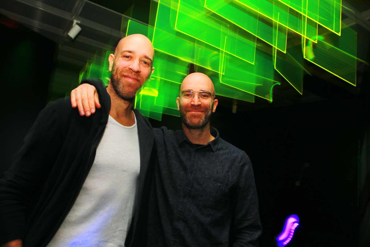 Misc Management -tuotantoyhtiön perustajat Asaf ja Oded Peled ovat Helsingin kaupunginmuseon klubielämää käsittelevän näyttelyn keskeiset taustahahmot.