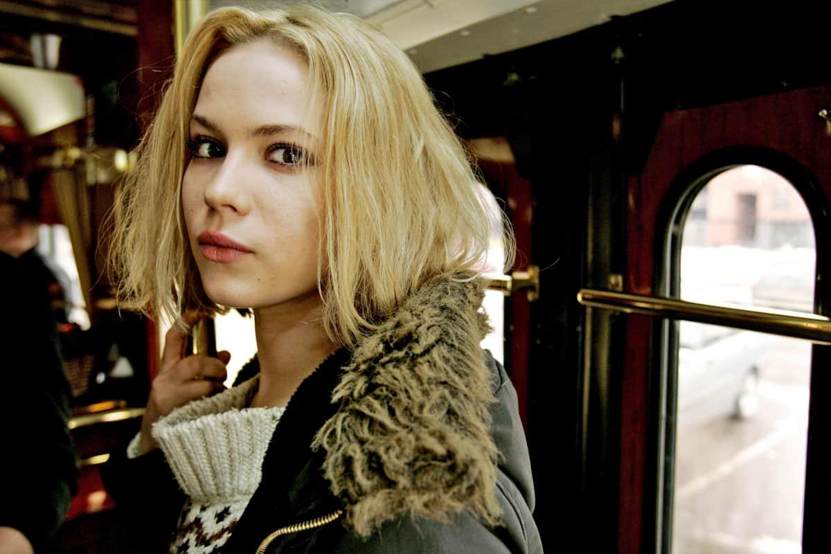 Näyttelijä Pihla Viitala Käsky-elokuvan tiedotustilaisuudessa Spårakoff-raitiovaunussa Helsingissä 9. maaliskuuta 2007.