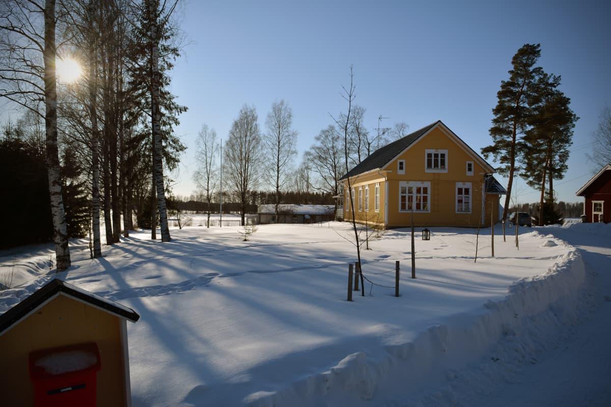 Salla ja Antti Kurikan kotitalo Jalasjärvellä.