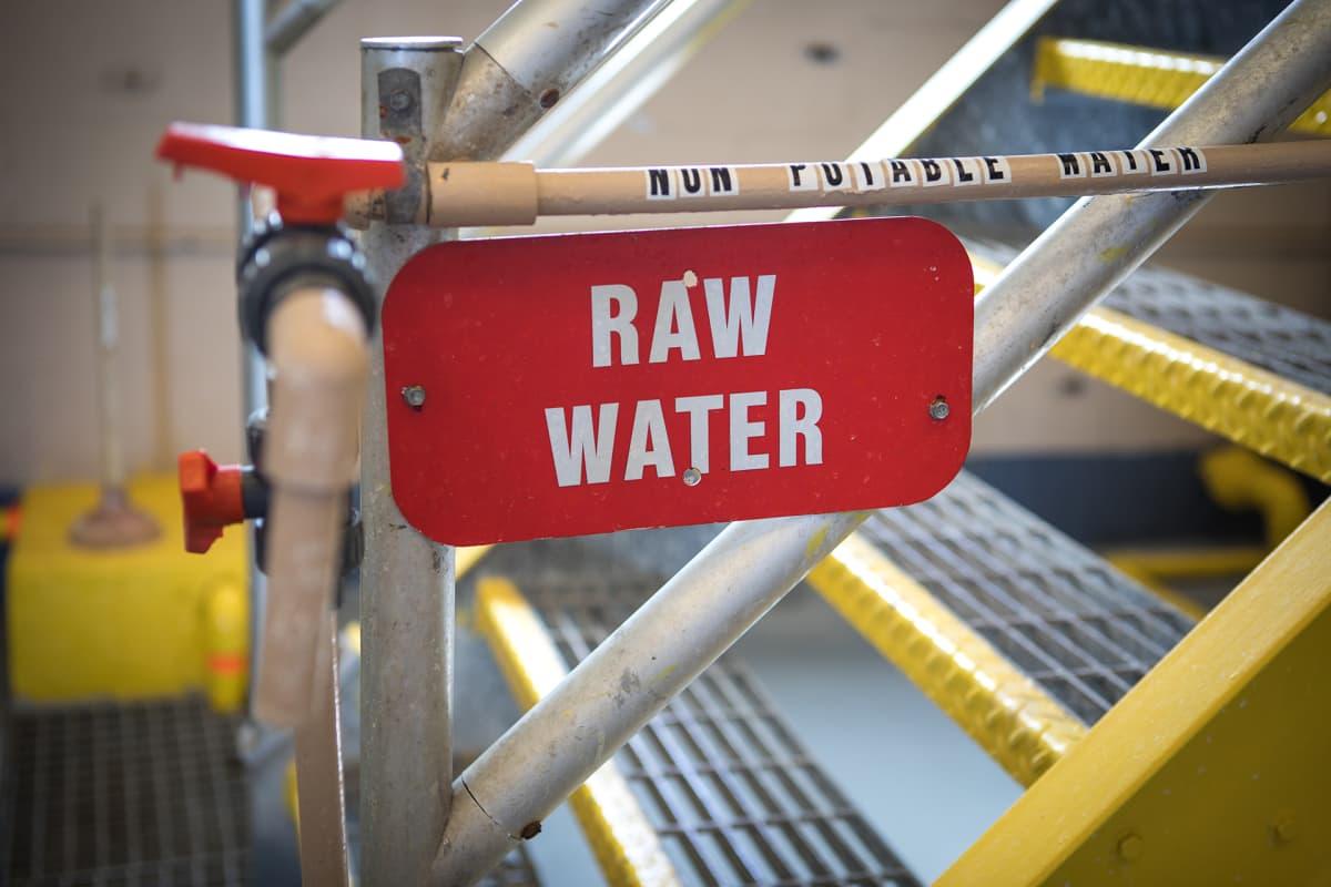 Yksityinen yritys hoitaa nykyisin Beevillen vedenpuhdistuksen.