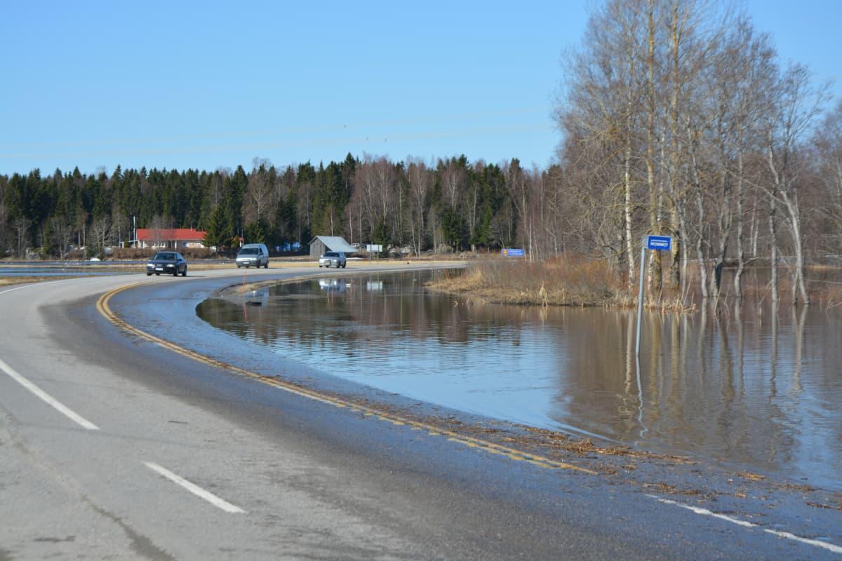 Kyrönjoen tulvaa Merikaarrossa
