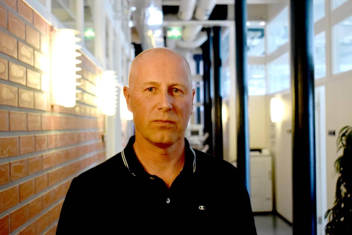 Tietoliikennetekniikan lehtori Juha Vihervaara