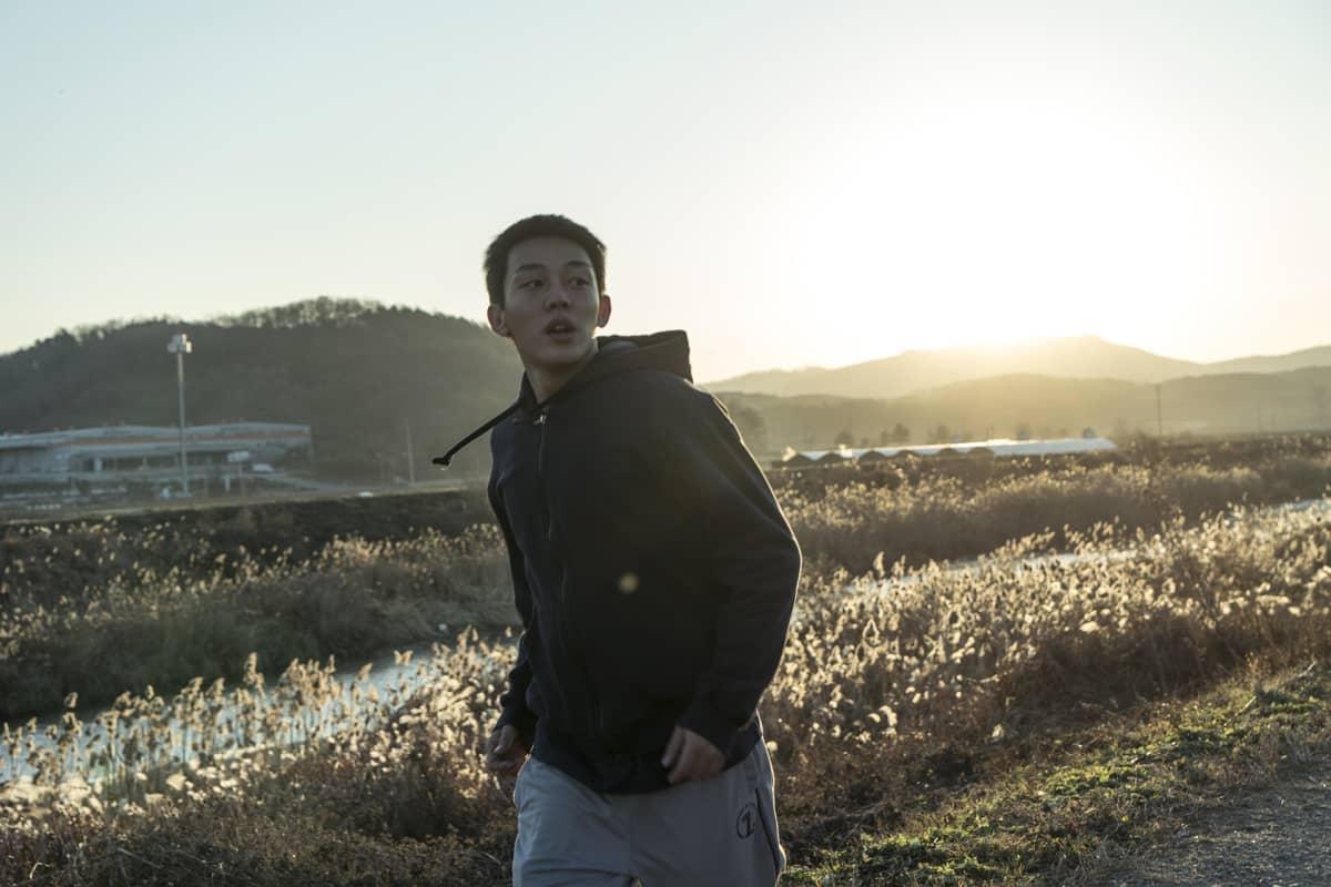 Stillkuva etelä-korealaisen ohjaajan Lee Chang-dongin trilleristä Burning.