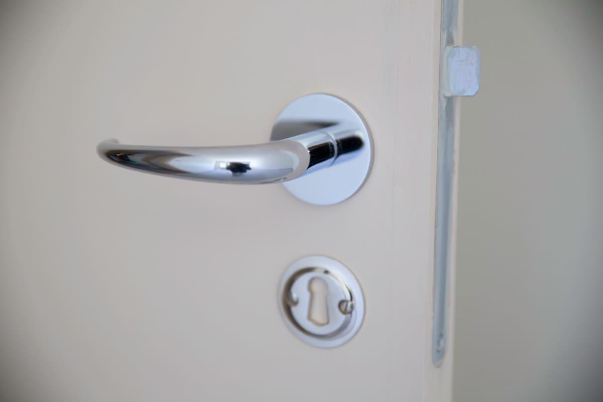 Käärmetalon huoneen ovenkahva