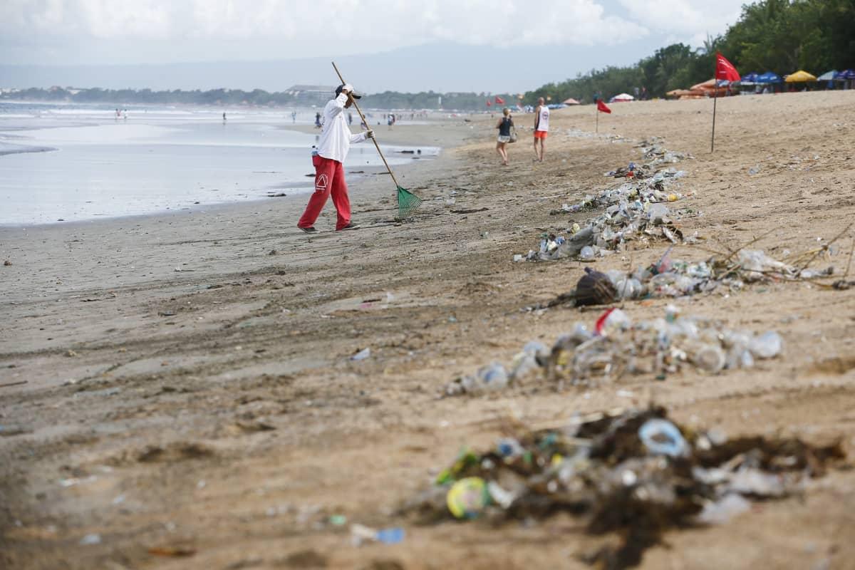 Maailman meret ja rannat täyttyvät muovista.