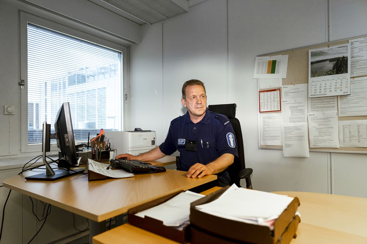 Lupapalvelut ja löytötavaratoimisto ovat väistötiloissa keskustassa. Täällä tekee töitään myös astmaan sairastunut Timo Mällinen.