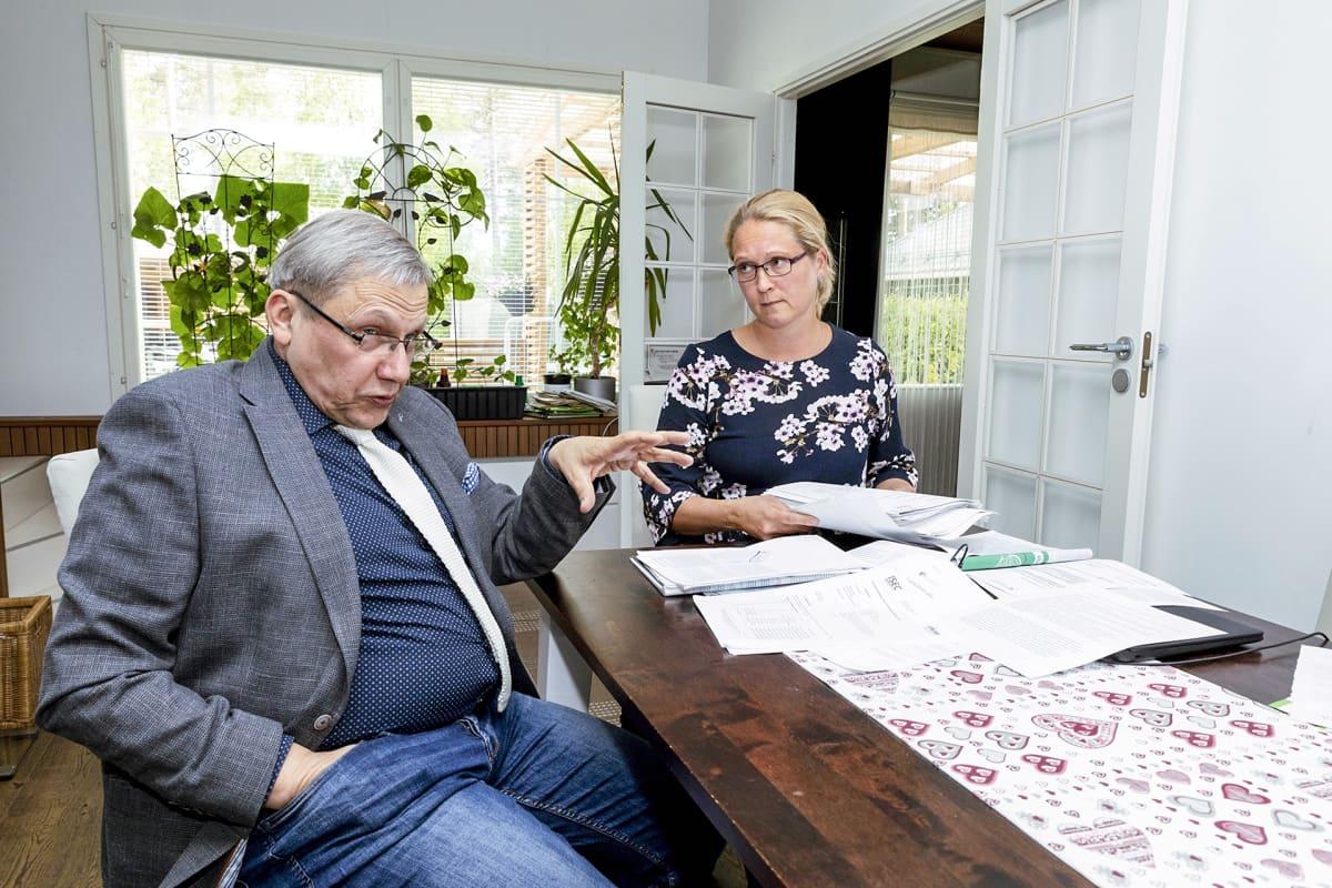 Saija Hyvönen ja Hannu Syrjälä huolestuivat ainoina poliisien rajuista oireista.