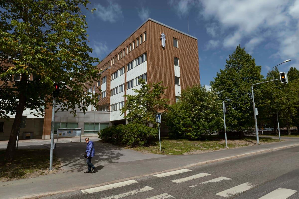 Oulun poliisitalo valmistui Rata-aukiolle vuonna 1988.